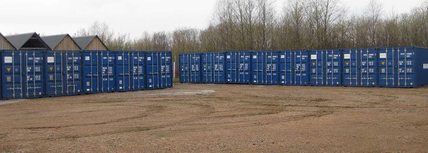 containrar-står-utplacerade-i-rader-på-en-containeranläggning-i-lomma-i-skåne.